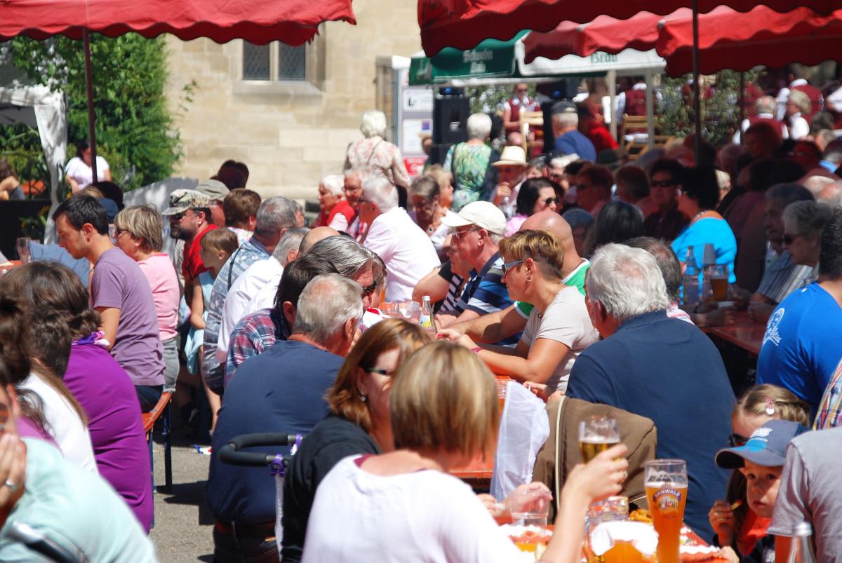 Dorffest im historischen Mönchhof